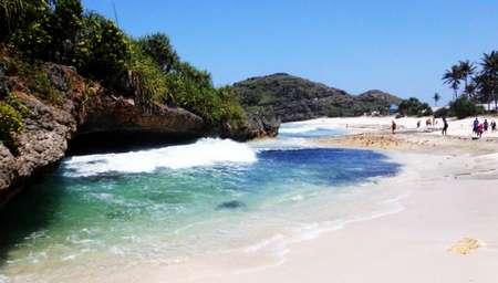 Pantai Srau pacitan