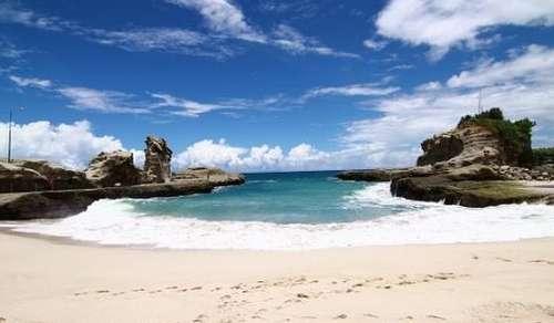 tempat wisata di pacitan - Pantai klayar pacitan