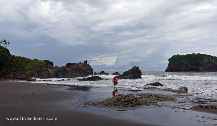 pantai karang tawulan 9
