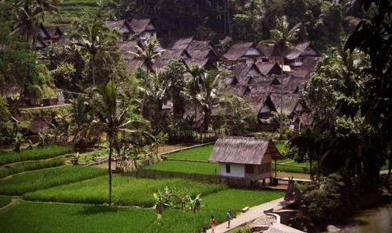 kampung naga tasikmalaya