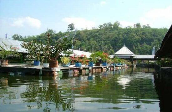 Warung Apung Rowo Jombor
