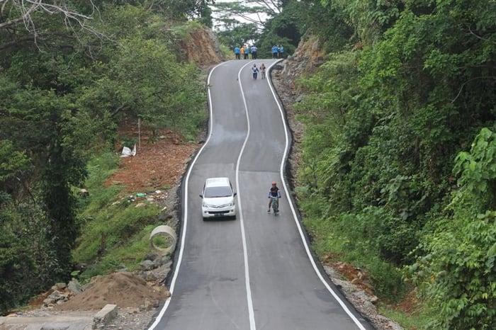 Pantai Air Manis Road to