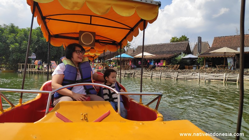 kereta air di floating market