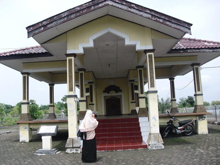 Makam Putri Ayu Dewi Sekardadu