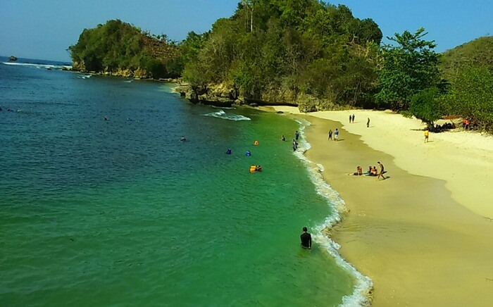 Pantai 3 warna