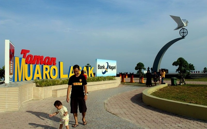 Pantai Padang Ramah Anak