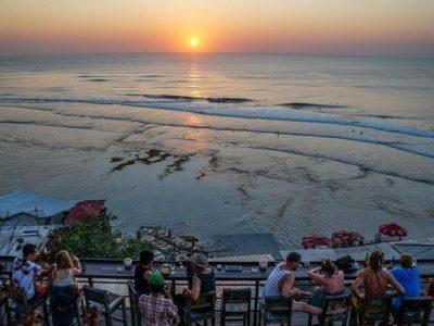 Pantai Suluban, Pantai Karang Favoritnya Peselancar