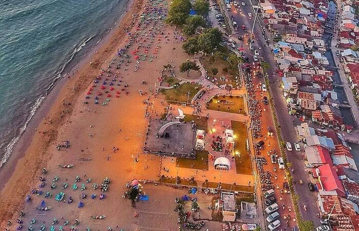 Pantai Padang di tengah Kota