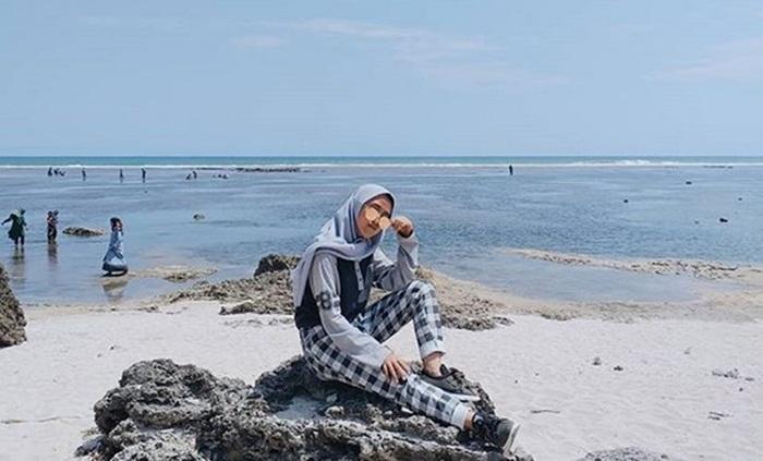 Pantai nan menawan Pantai Sayang Heulang
