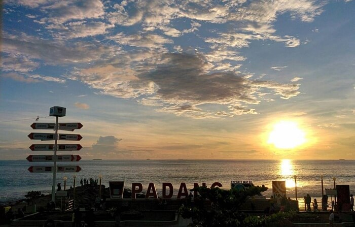 Sunset Pantai Padang