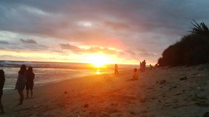 Sunset Pantai SAyang Heulang