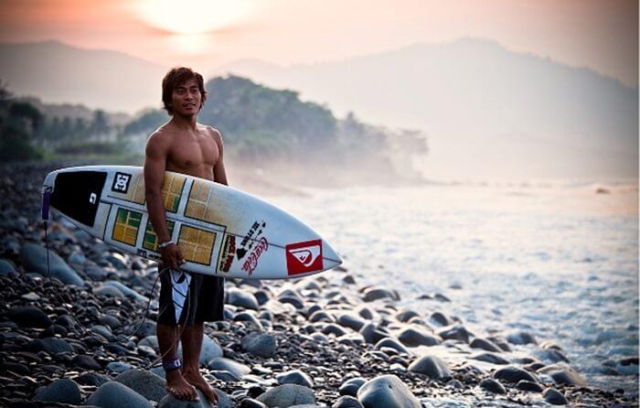 Surfing di Spot Cimaja Pelabuhan Ratu