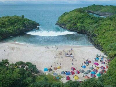 Pantai Sedahan, Pesona Pantai di Antara 2 Bukit Karang