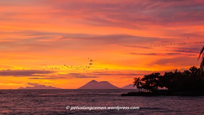 sunset Pantai sambolo