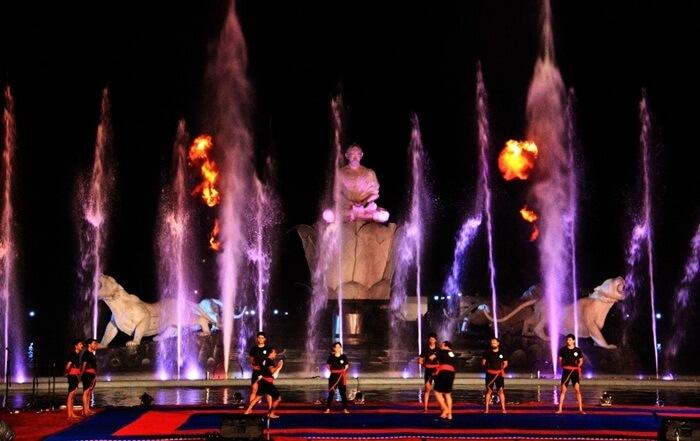 Pertunjukan pencak silat di PAnggungTaman Air MAncur Sri Baduga, saat Festival Silat terbesar di dunia