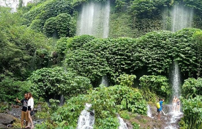 Berburu spot foto di air terjun benang kelambu