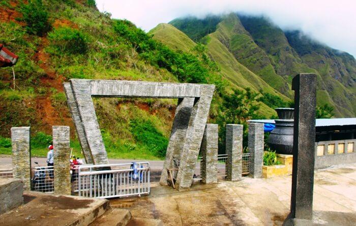Gerbang Taman wisata pusuk sembalun yang didesain unik dan Atraktif
