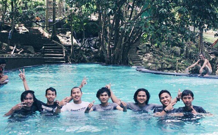 Hangatnya kebersamaan, berendam bersama di pemandian air panas lejja