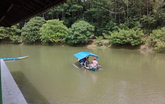Nikmati danau buatan kalipancur