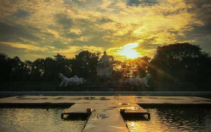Suasana Pagi hari di Taman Air Mancur Sri Baduga, sesuai untuk tempat olahraga minggu pagi