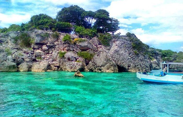 Pulau Kambing dekat pantai bira