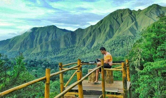 Spot foto menara pandang Taman Wisata Pusuk Sembalun