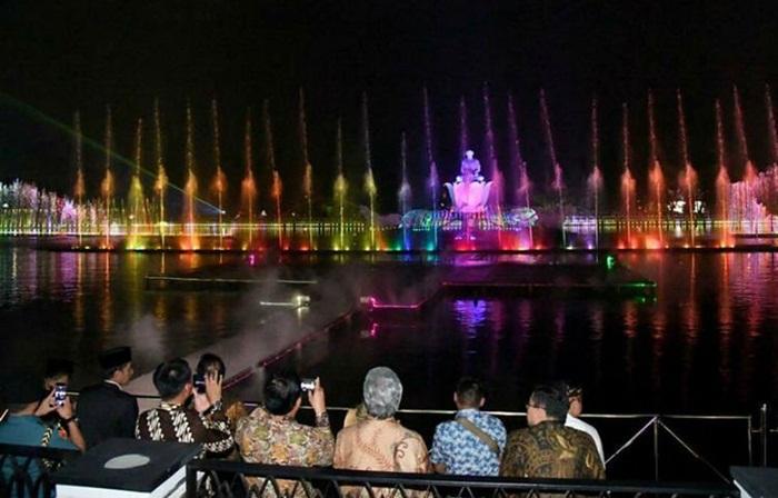 Taman Air Mancur Sri Baduga, taman air mancur terbesar se asia tenggara disaksikan presiden Jokowi