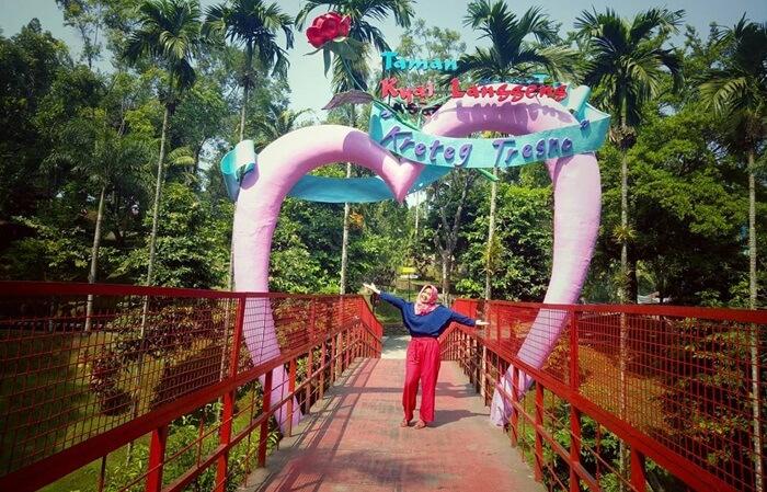 Taman Kyai Langgeng sebuah taman rekreasi dengan konsep menyerupai Dufan di Jakarta.
