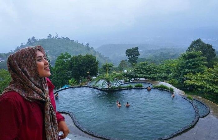 Umbul-Sidomukuti-Indah, taman wisata alam dengan kolam renang di area wisata bandungan