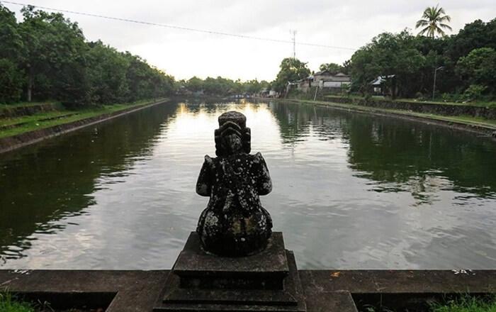 kolam ageng, kolam menghormatid ewa wisnu di pura lingsar lombok
