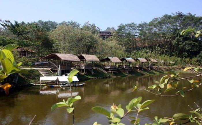 saung tepi danau kalipancur