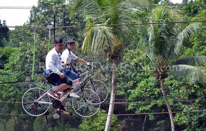 sepeda langit di taman kyai langgeng, salah satu spot foto ketinggian