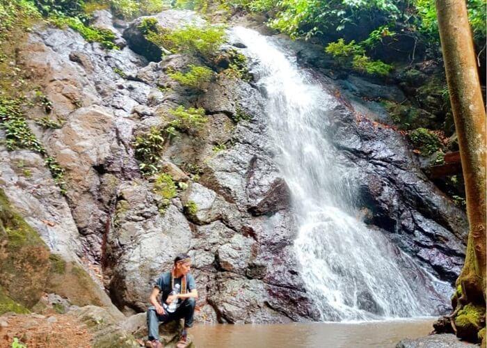 Air Terjun Lano tetap cantik mempesona walau ada di tengah rimba borneo
