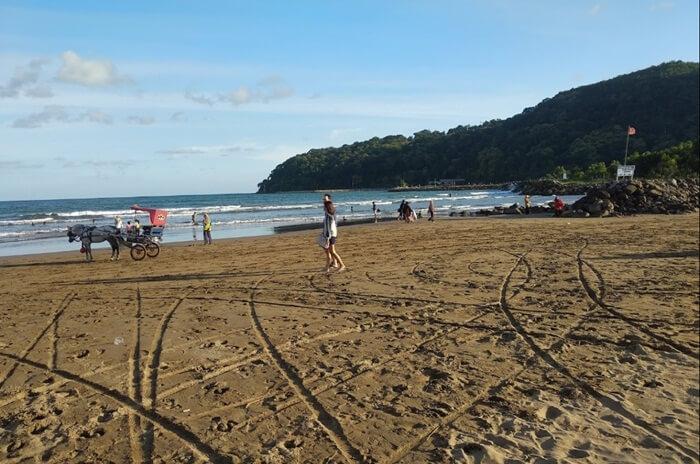 Pantai Teleng Ria, pantai landai yang bsia untuk berbagai jenis kegiatan wisata pantai
