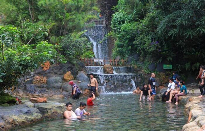Sari Ater, sumber air panas alam yang dikelola denganmanajemen pariwisata modern
