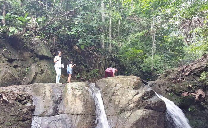 Spot foto di air terjun lano jamlahnya ada sangat banyak, tergantung kreatifitas pengunjung mengambil sudut dan lokasi