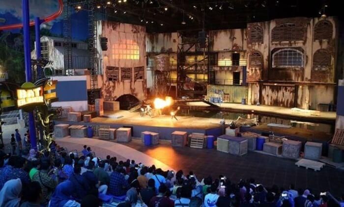 Wahana-Stunt-Show sebuah pertunjukan teaterikal di trans studio cibubur yang menampilkan atraksi kelas dunia dengans pesialefek ala film laga holiwod