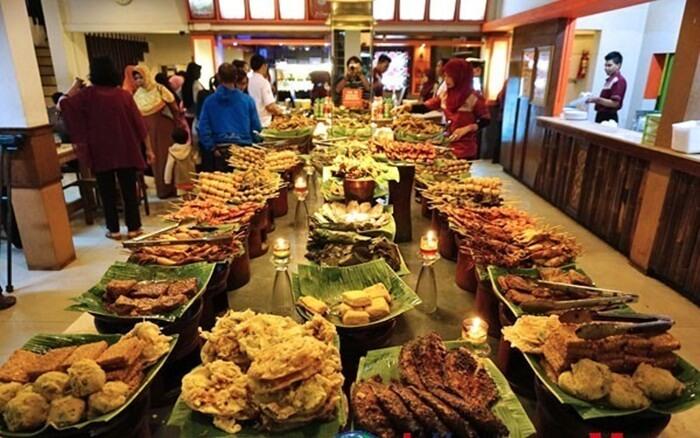 kuliner bandung terkenal akan fariasiny ayang beragam, bersumber dari kreatifitas penduduk kota ini