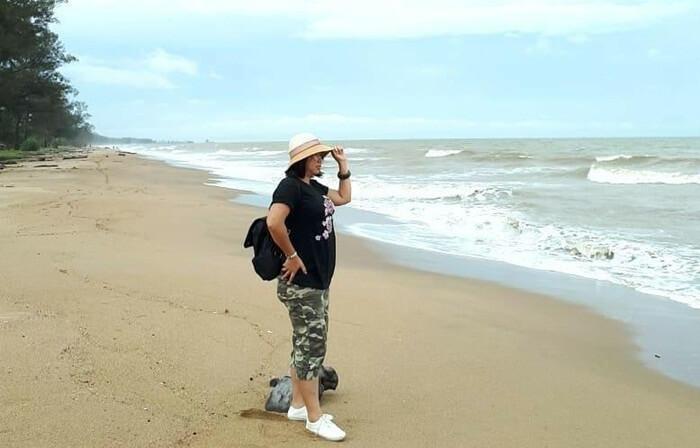 Pantai Swarangan yang relatif sunyi. cocok bagi pengunjung yang ingin menikmati pantai dengan tenang