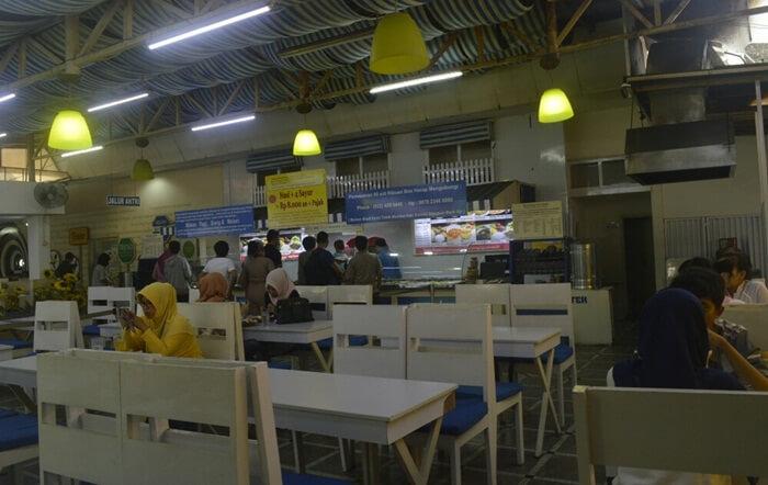 restoran vegetariand alam ragam kuliner bandung, yang menyajikan aneka menu daging berbahan tepung dan jamur