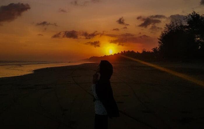 Sunset mempesona di Pantai Jetis.