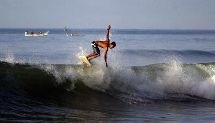 Pantai swarangan cocok sebagai lokasi surfing bagi Surfer Pemula.