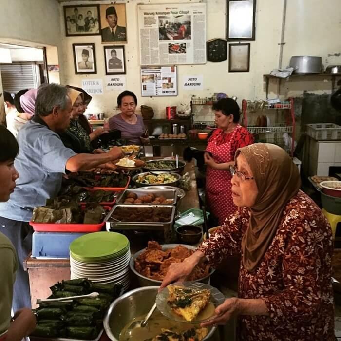 warung bu Eha, kuline rbandung legendaris idola keluarga President Soekarno