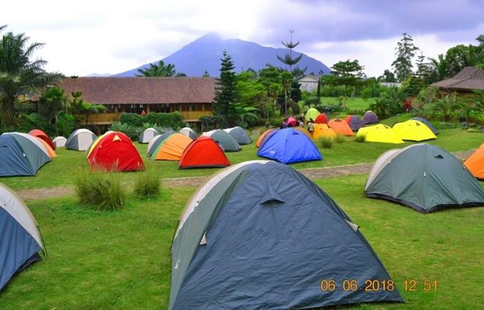 Camping Bersama keluarga atau kerabat, pengunjung bisa menikmati indah pemandangan pagi, siang, malam desa taman wisata openg.