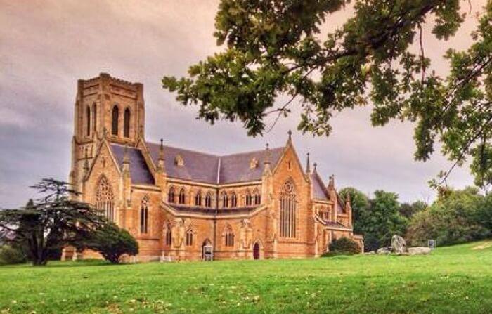 Gereja tempat wisata di Melbourne ini memiliki menara yang lengkap dengan lonceng. Gereja ini merupakan gereja yang cukup besar dan memiliki ketinggian keseluruhan 103 meter atau 338 kaki.