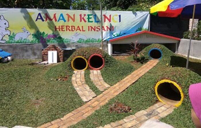 Goa Kelinci di taman herbal insan, salah satu objek daya tarik yang menarik minat anak anak utuk berinteraksi dengan hewan