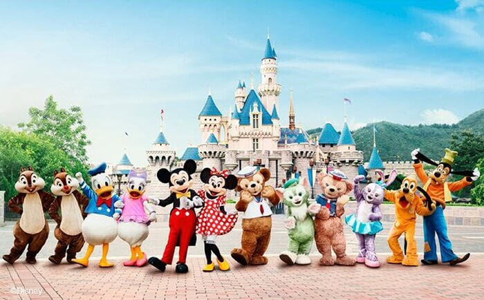 di wisata di Hongkong ini jangan lewatkan kesempatan untuk berfoto bersama Mickey & Minnie Mouse, Donald Duck, Woody & Jessy, dan Winnie the Pooh.