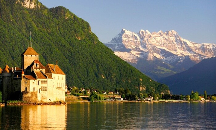 Terdapat 3 bagian di kawasan tempat wisata di Swiss Danau Geneva ini. Haut Lac, Grand Lac, dan juga Petit Lac.