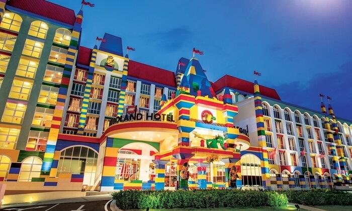 Legoland, tempat wisata di johor bahru yangm erupakan bagian dari jaringan hotel dan taan internasional dengan tema lego