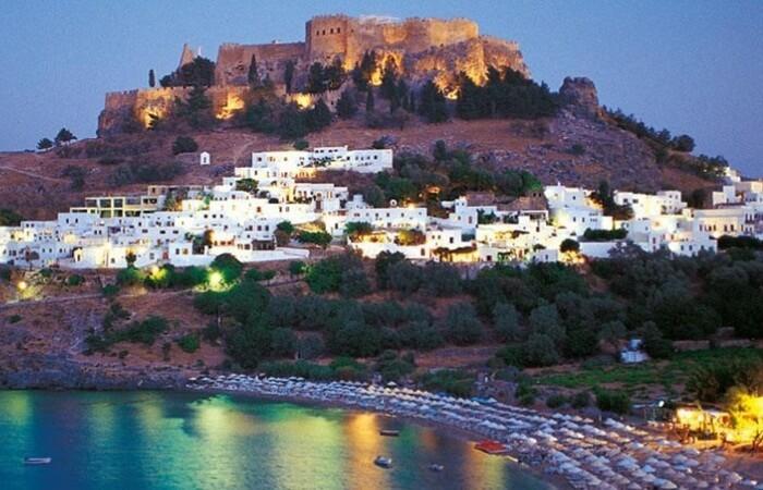 Saat menjejakkan kaki di tempat wisata di Yunani ini, pengunjung akan langsung merasakan atmosfer dari zaman pertengahan yang beragam